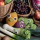 """Hochet petits pois en crochet """"The veggy toys"""", coton bio"""